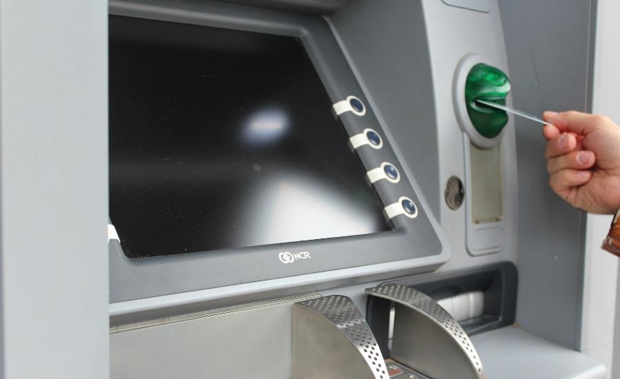 Τι θα Ισχύει από 1η Σεπτεμβρίου για Αναλήψεις Μετρητών από Τράπεζες